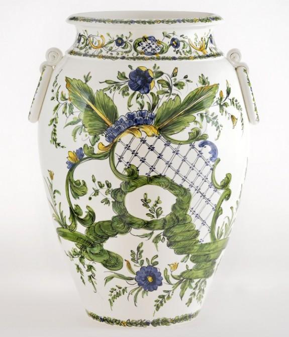 Orcio con anelli 1 Orcio in ceramica decorato a mano